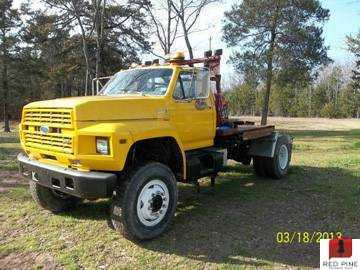 Ford F-700 4X4 Pull Out Truck