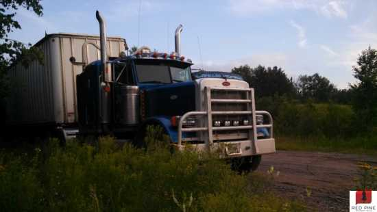 Peterbilt Semi Truck w/ Sleeper